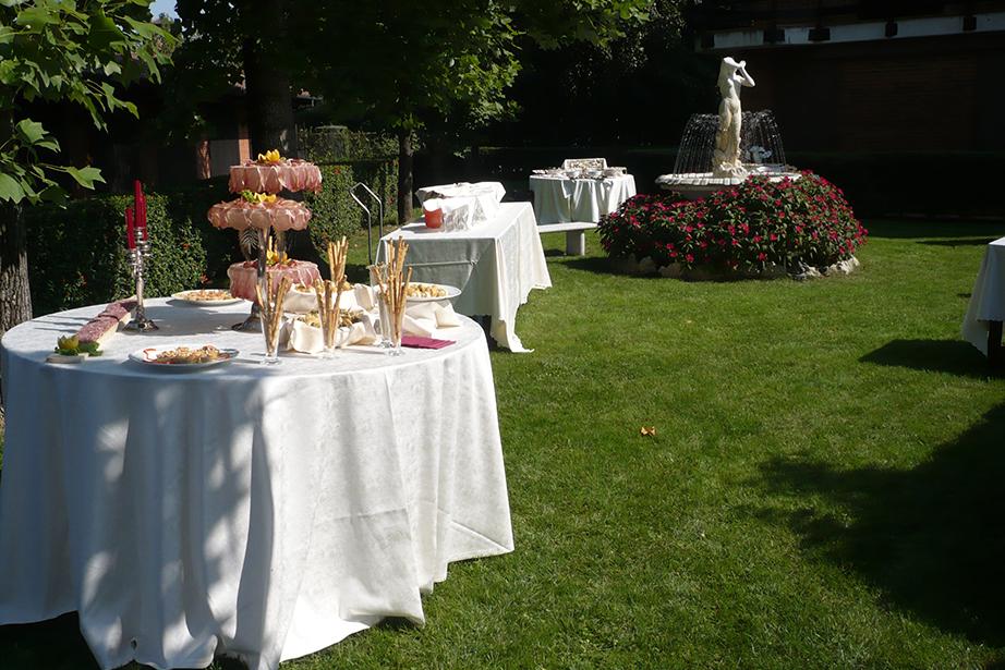 buffet e aperitivo nel parco, matrimoni e cerimonie De Firem Rostec