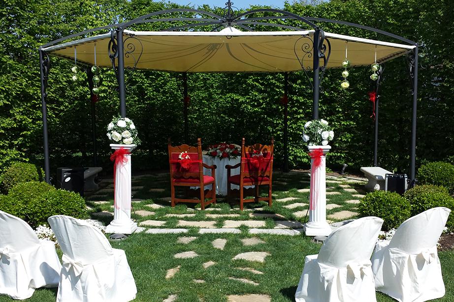 parco allestito per cerimonia del Ristorante Dè Firem Rostec