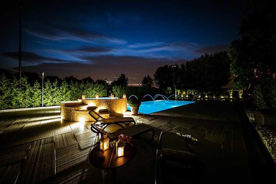 A pochi passi dal Santuario della Beata Vergine di Caravaggio, si trova il Ristorante Dè Firem Rostec ed il suo splendido parco con piscina