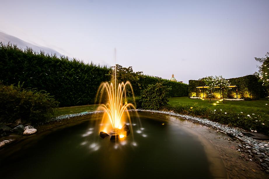 Location nell'incantevole panorama bergamasco, con un'affascinante atmosfera suscitata dal parco con piscina